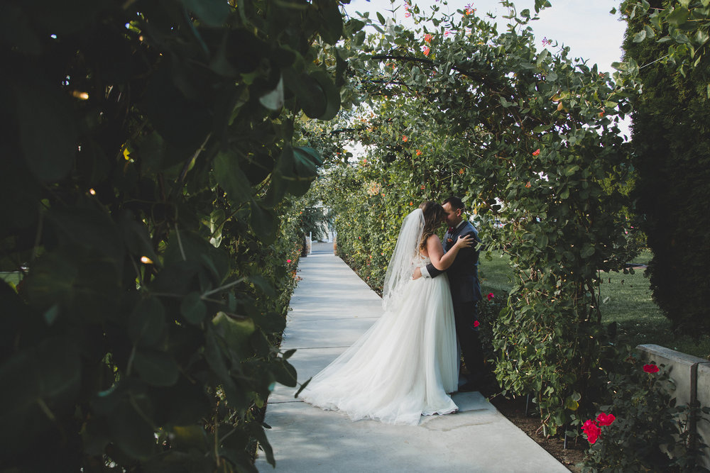Jordan Edens Photography__Washington wedding photographer_bride and groom_sweet wedding moments_must have bride and groom photos_outdoor wedding_wedding ceremony_Tri Cities wedding photographer_Bella fiori gardens wedding