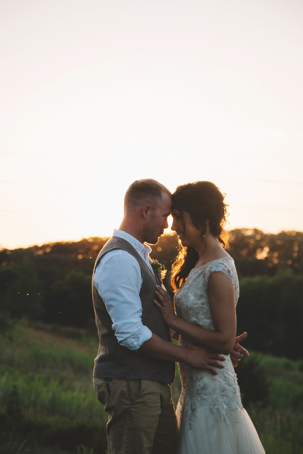 Jordan Edens Photography__Washington wedding photographer_bride and groom_sweet wedding moments_must have bride and groom photos_outdoor wedding_wedding ceremony_Tri Cities wedding photographer_wedding details_sunset photos_golden hour_natural light