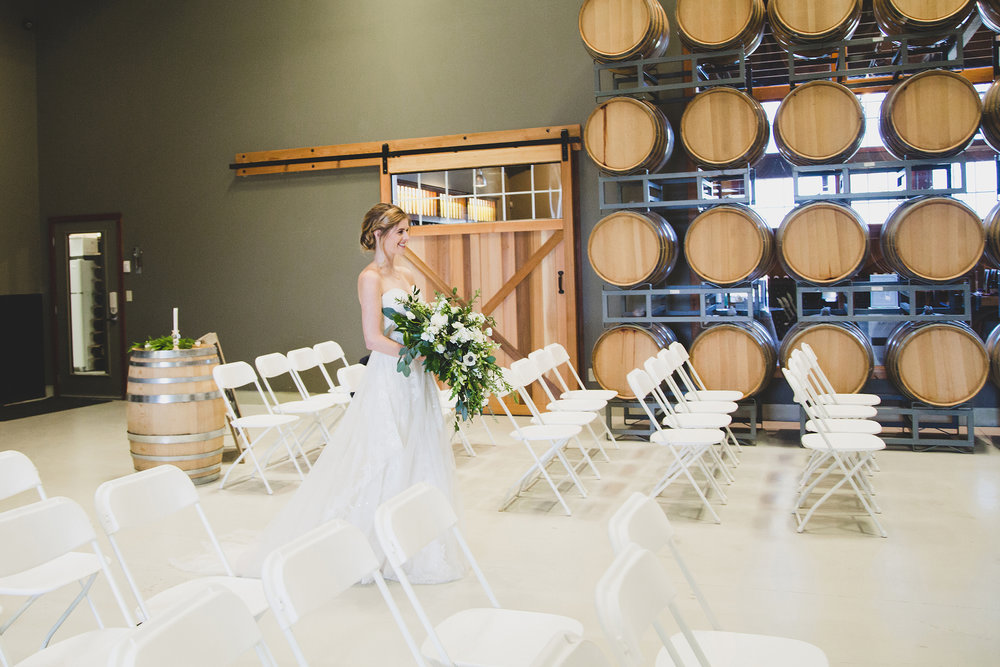Tri Cities Wedding Photographer_Jordan Edens Photography_Bride and Groom_Washington wedding Photographer_airfield estates_3