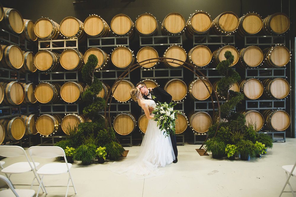 Tri Cities Wedding Photographer_Jordan Edens Photography_Bride and Groom_Washington wedding Photographer_airfield estates_4
