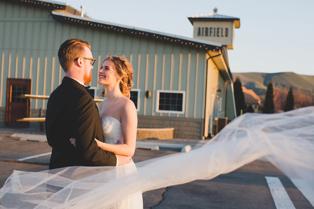 Tri Cities Wedding Photographer_Jordan Edens Photography_Bride and Groom_Washington wedding Photographer_airfield estates_2