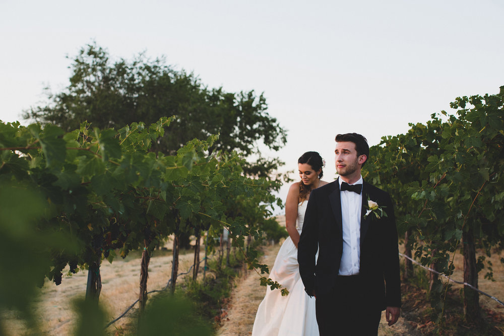 Tri Cities Wedding Photographer_Jordan Edens Photography_Bride and Groom_Washington wedding Photographer_Klipsun cottage_winery wedding_7