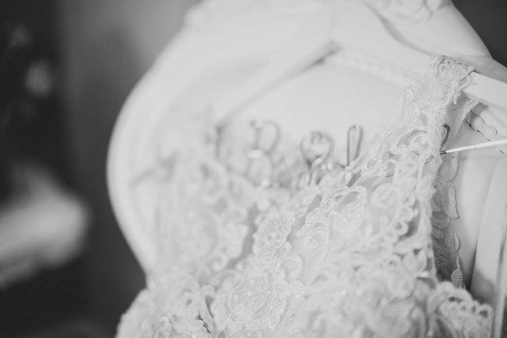 Bella Fiori Gardens wedding_Tri cities wedding photographer_garden wedding_pacific northwest wedding_getting ready photos_wedding morning_bride and groom_wedding moments_wedding gown_details shot_2