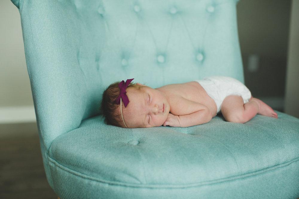 Tri Cities newborn photographer_lifestyle newborn_Kennewick photographer_richland photographer_family photographer_baby photographer_child photographer_8