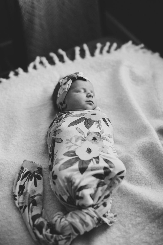 Tri Cities newborn photographer_lifestyle newborn_Kennewick photographer_richland photographer_family photographer_baby photographer_child photographer_22