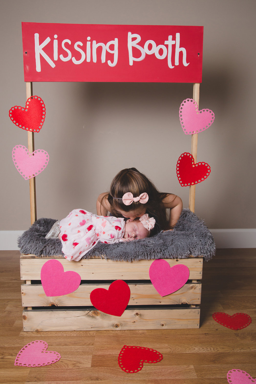 Tri Cities Photographer_Valentines day_family photos_kissing booth_Tri Cities family photographer_Kennewick photographer_richland photographer_4