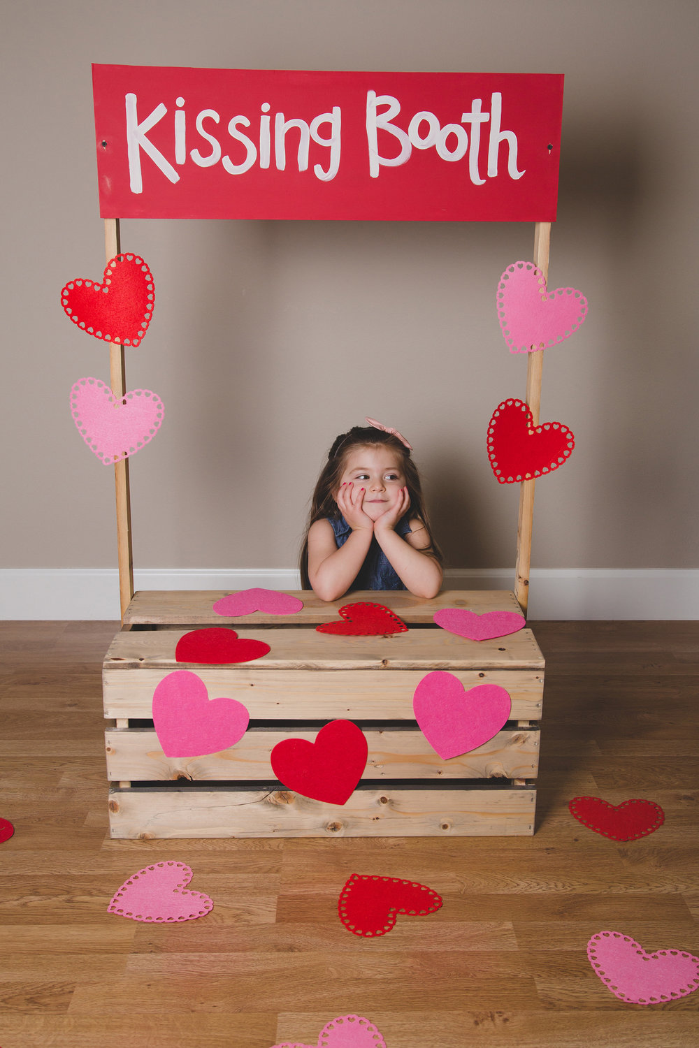 Tri Cities Photographer_Valentines day_family photos_kissing booth_Tri Cities family photographer_Kennewick photographer_richland photographer_5