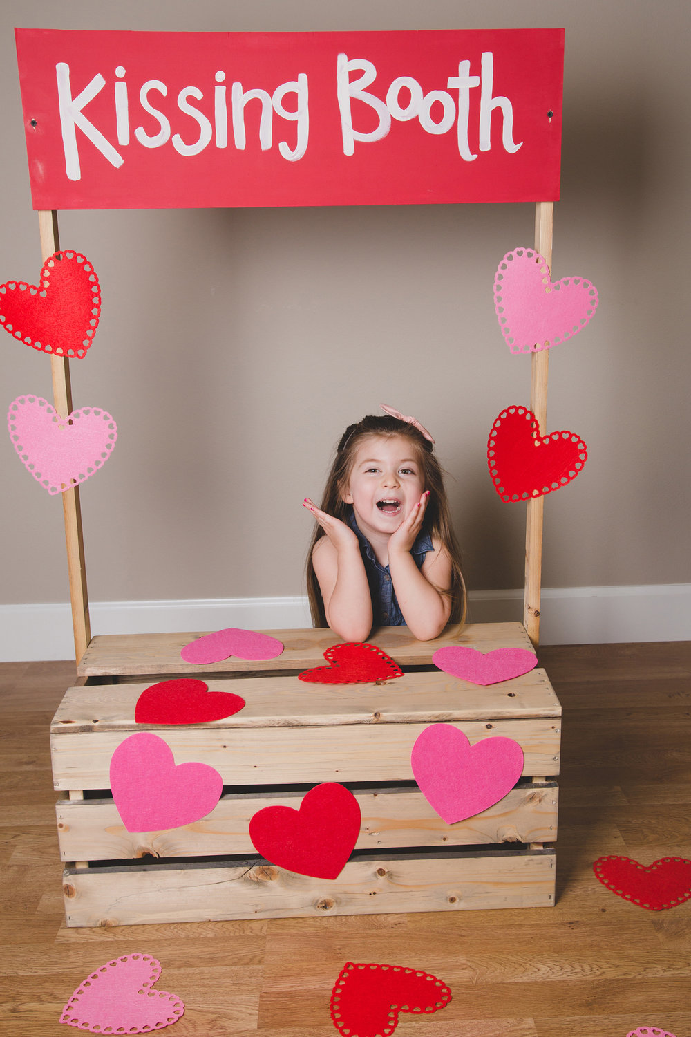 Tri Cities Photographer_Valentines day_family photos_kissing booth_Tri Cities family photographer_Kennewick photographer_richland photographer_6