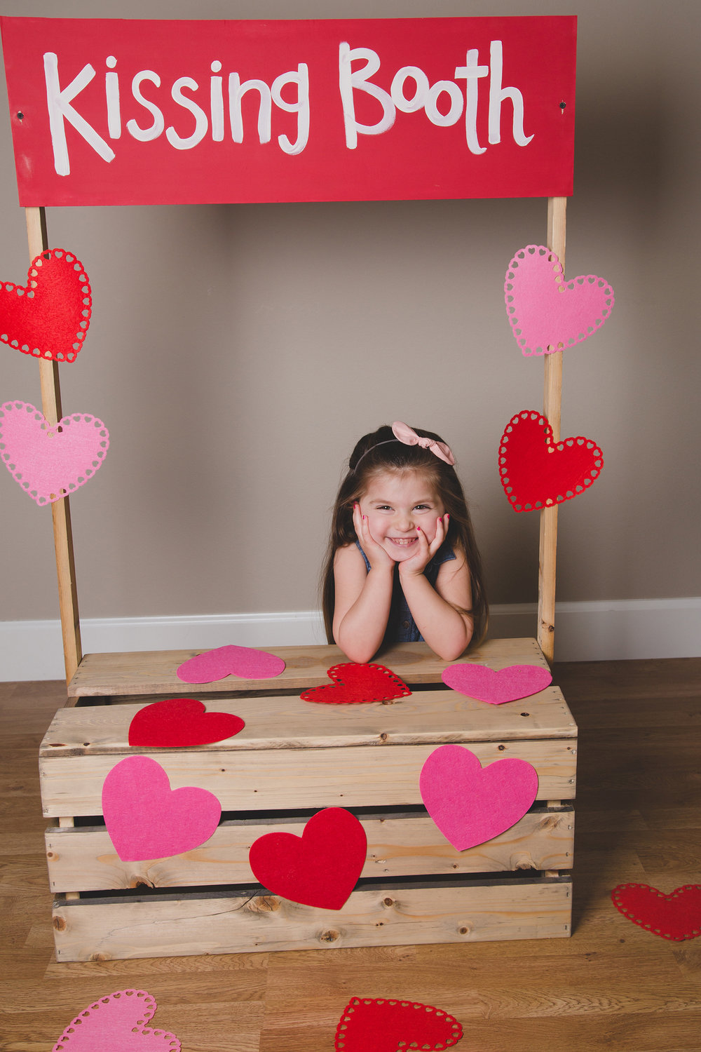 Tri Cities Photographer_Valentines day_family photos_kissing booth_Tri Cities family photographer_Kennewick photographer_richland photographer_7
