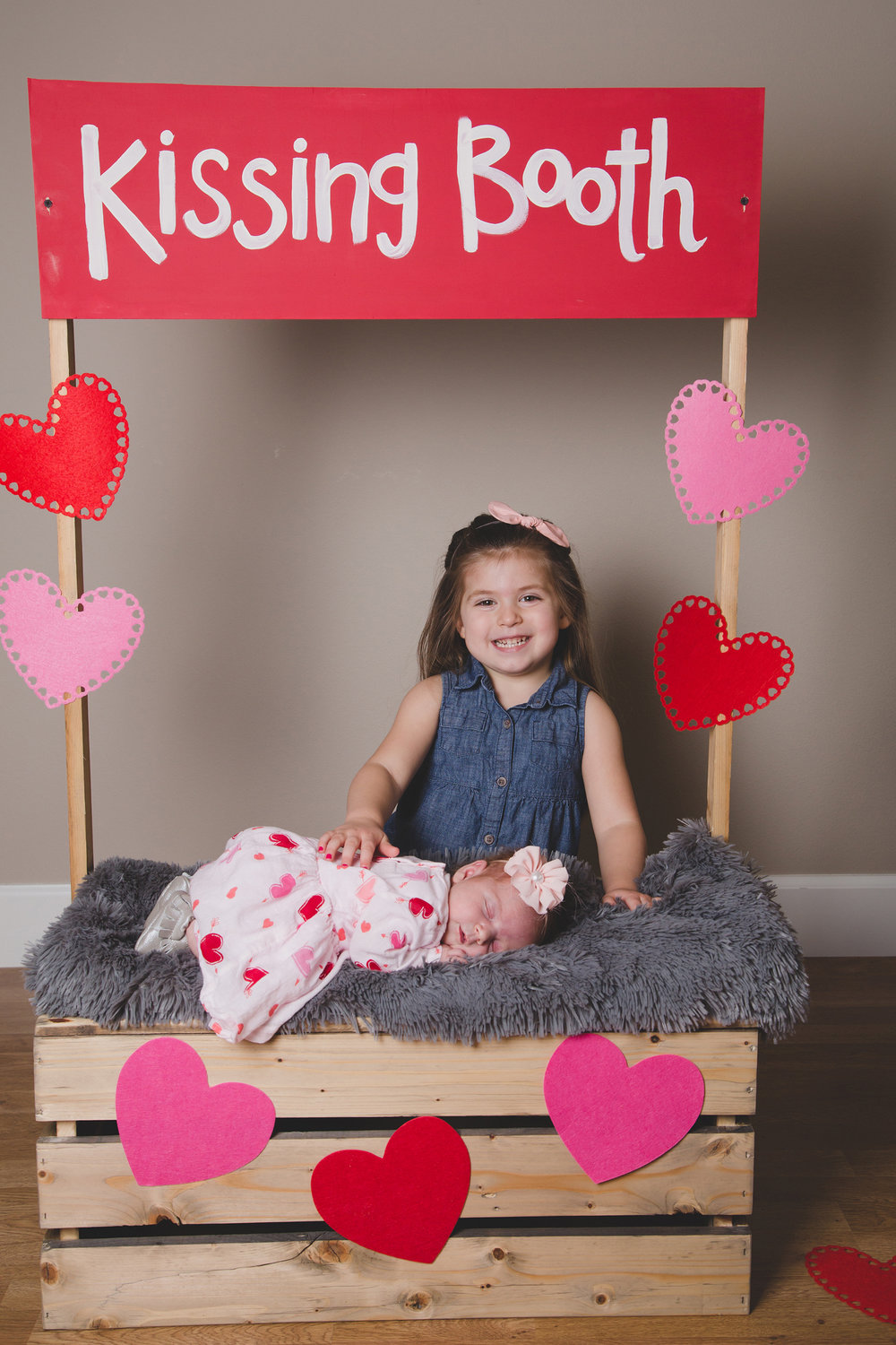 Tri Cities Photographer_Valentines day_family photos_kissing booth_Tri Cities family photographer_Kennewick photographer_richland photographer_8