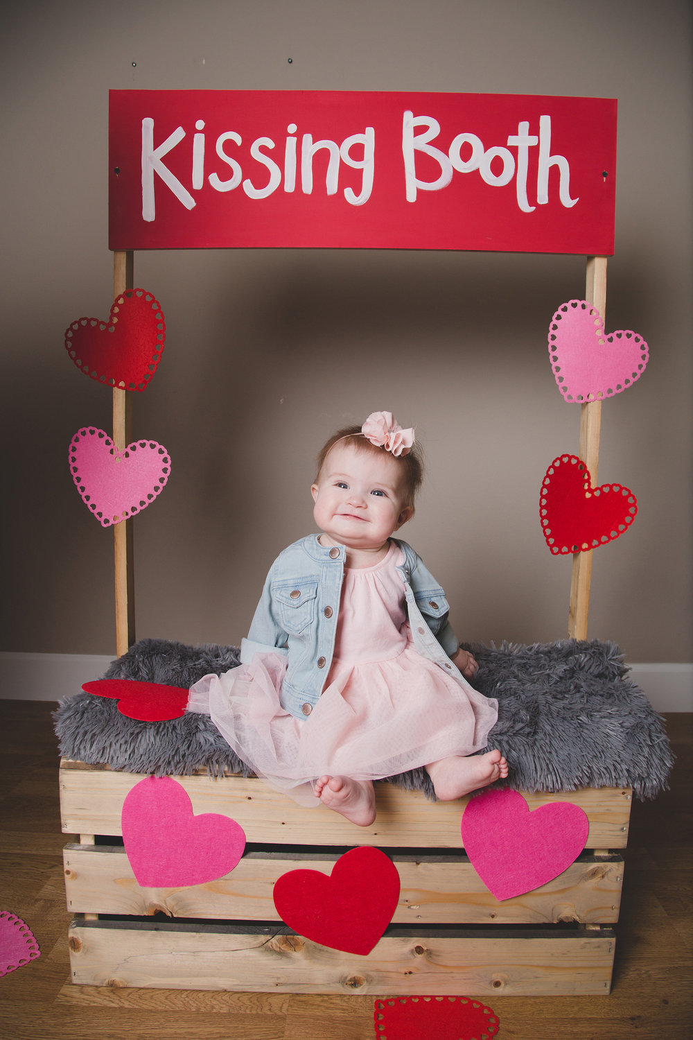 Tri Cities Photographer_Valentines day_family photos_kissing booth_Tri Cities family photographer_Kennewick photographer_richland photographer_11