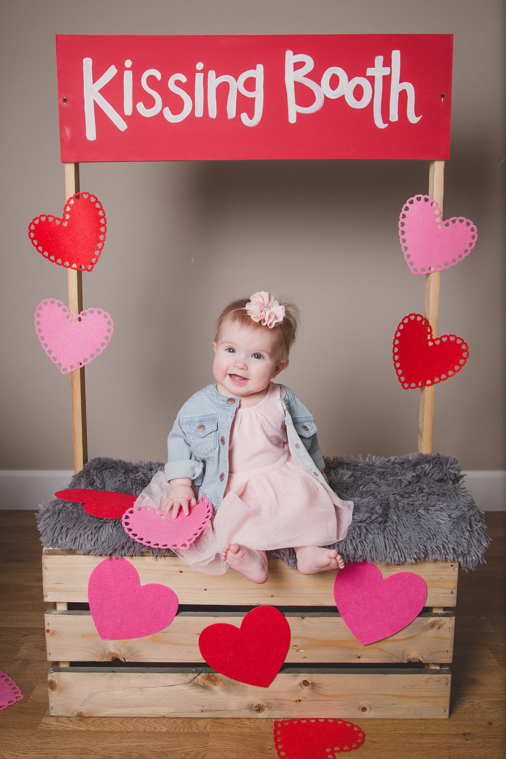 Tri Cities Photographer_Valentines day_family photos_kissing booth_Tri Cities family photographer_Kennewick photographer_richland photographer_14