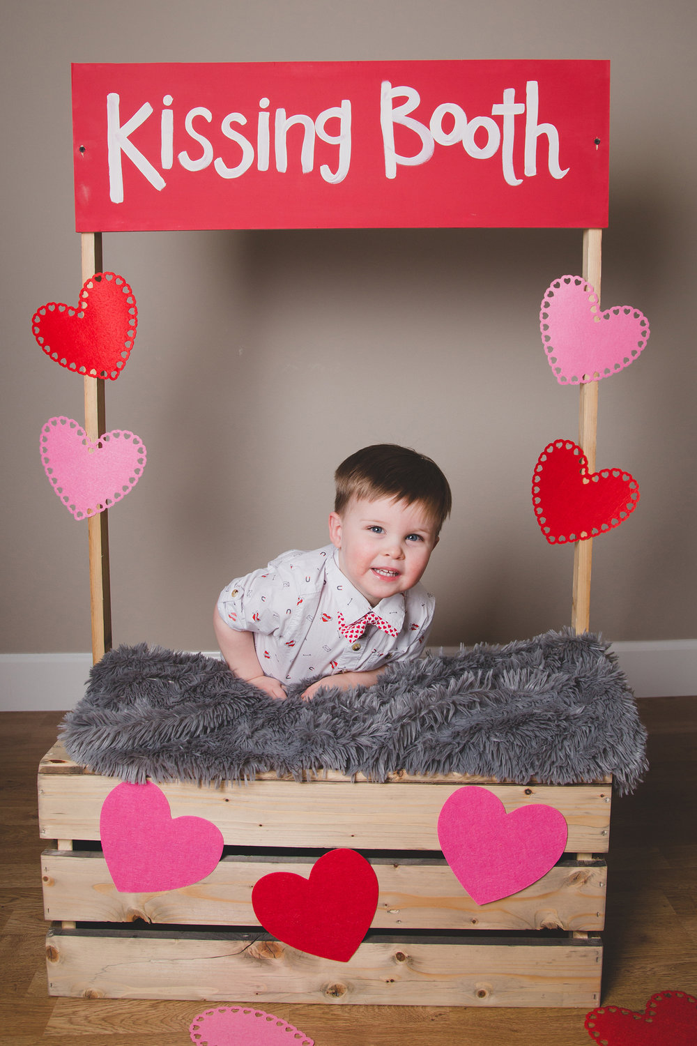 Tri Cities Photographer_Valentines day_family photos_kissing booth_Tri Cities family photographer_Kennewick photographer_richland photographer_12