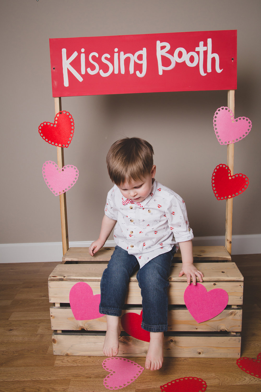 Tri Cities Photographer_Valentines day_family photos_kissing booth_Tri Cities family photographer_Kennewick photographer_richland photographer_13