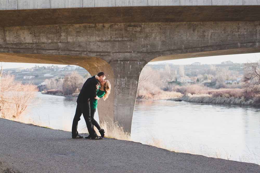 Tri cities engagement photographer_tri cities_engagement_tri cities wedding photographer_engagement photos_Kennewick_richland_wedding wednesday_Jordan Edens Photography_25