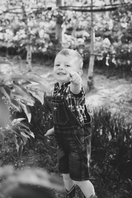 Jordan Edens Photography_Jordan Edens Studio LLC_Tri Cities photographer_tri cities wedding photographer_kennewick photographer_richland photographer_pacific northwest photographer_pacific northwest wedding photographer_orchard session_farm session_desert session_lifestyle session_prosser photo session_grandview photo session_lifestyle family session_springtime orchard session_5