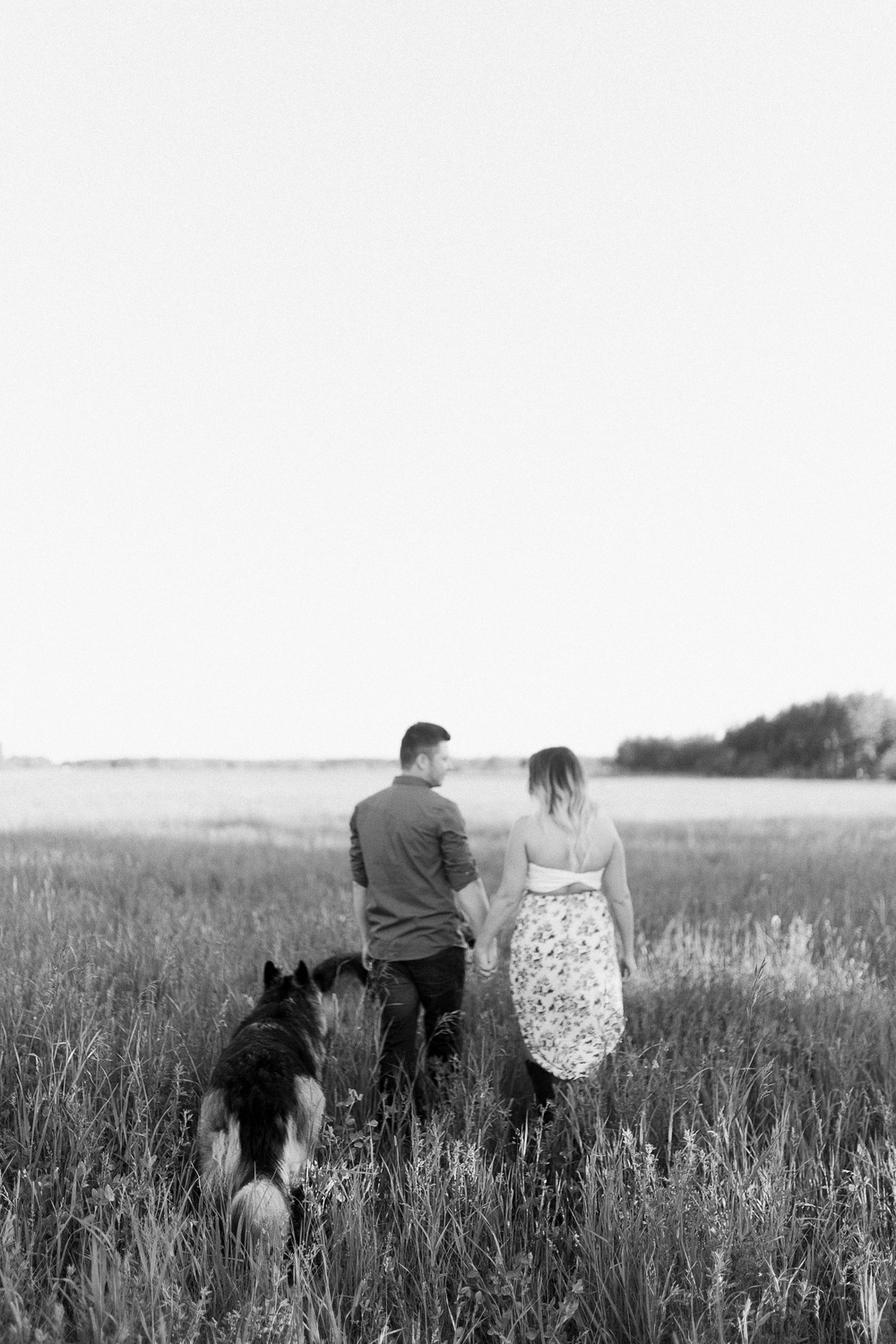 Engagement Session with pets | Engagement Session ideas | Keila Marie Photography | Winnipeg wedding photographer