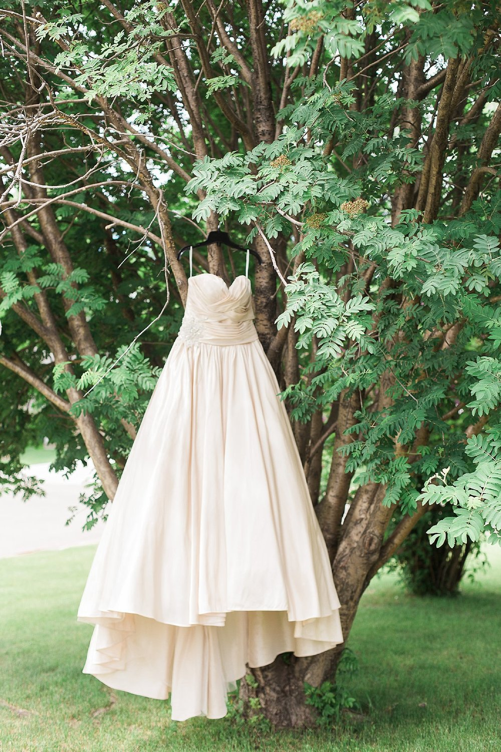 RCMP Wedding - Winnipeg Wedding Photographer - Creme Wedding Dress - Keila Marie Photography