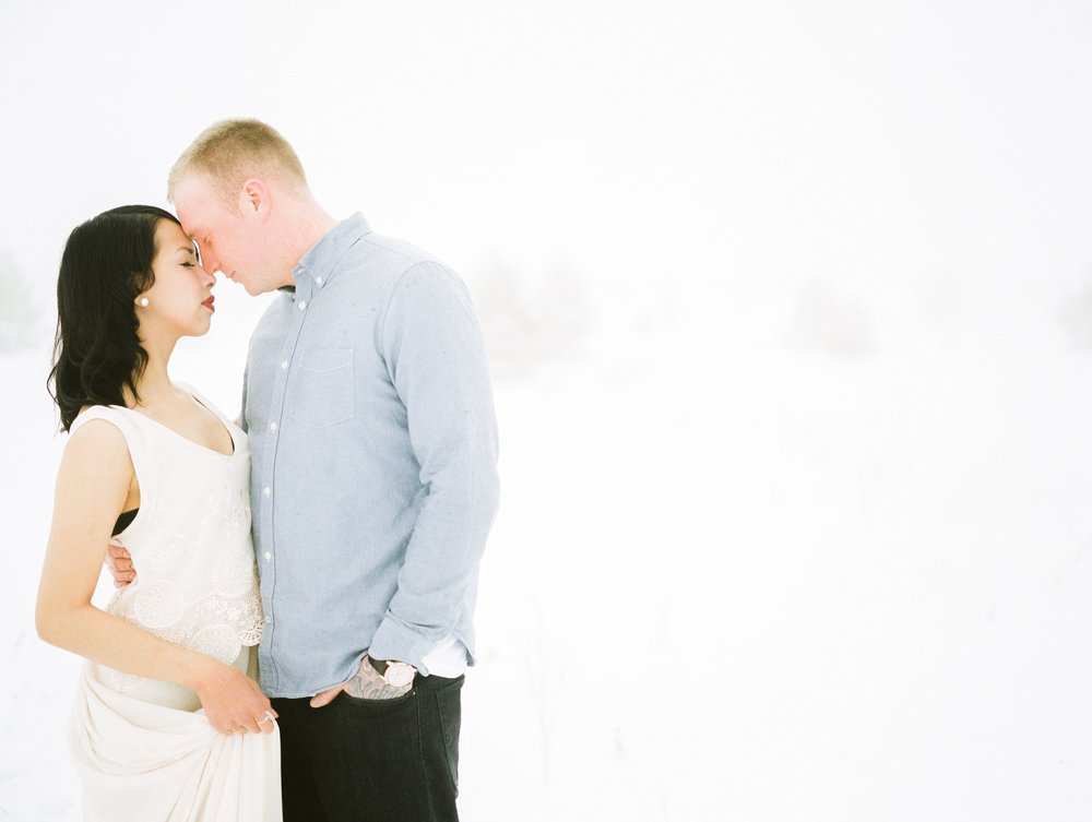 Snowy Couples Session | Engagement Session  outfit ideas | photographed by Film photographer Keila Marie Photography