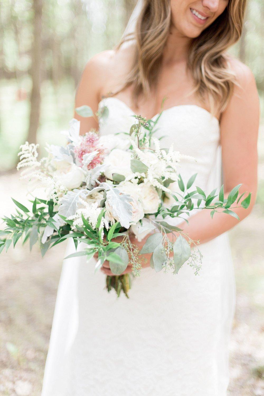 Winnipeg Wedding Photographer Keila Marie Photography | Bridal portraits | Bridal bouquet inspiration | Garden inspired wedding