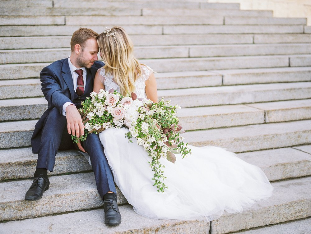 Wedding Photos at Manitoba Legislative Building | Winnipeg Wedding Photographer Keila Marie Photography