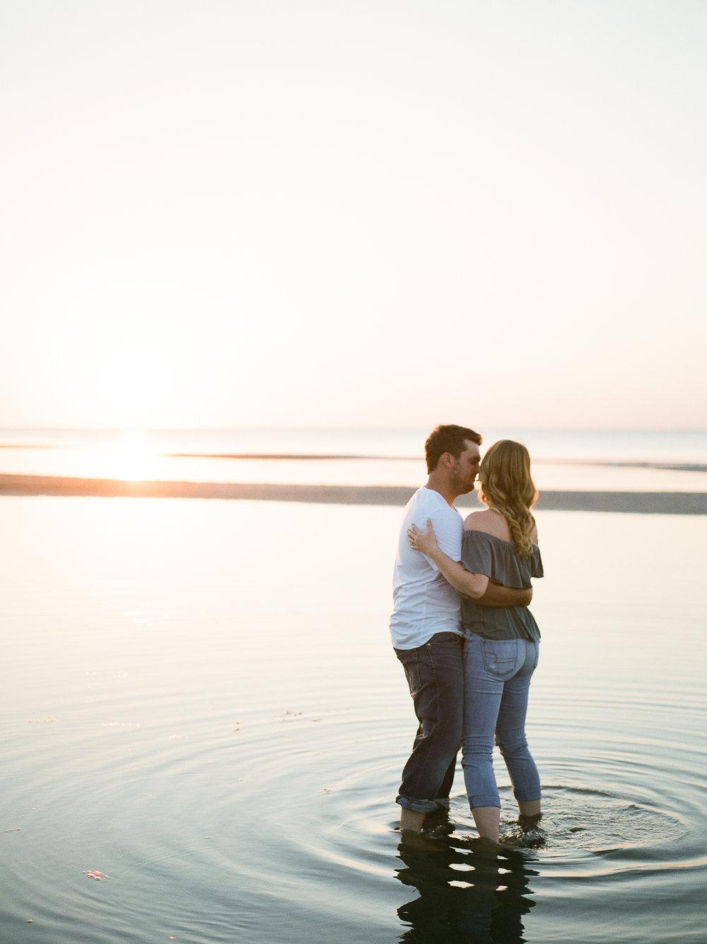Grand-Beach-Winnipeg-Manitoba-Sunset-Engagement-Photos-KeilaMariePhoto