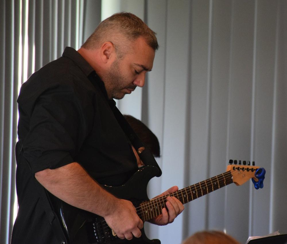 Guitar2 20141.jpg