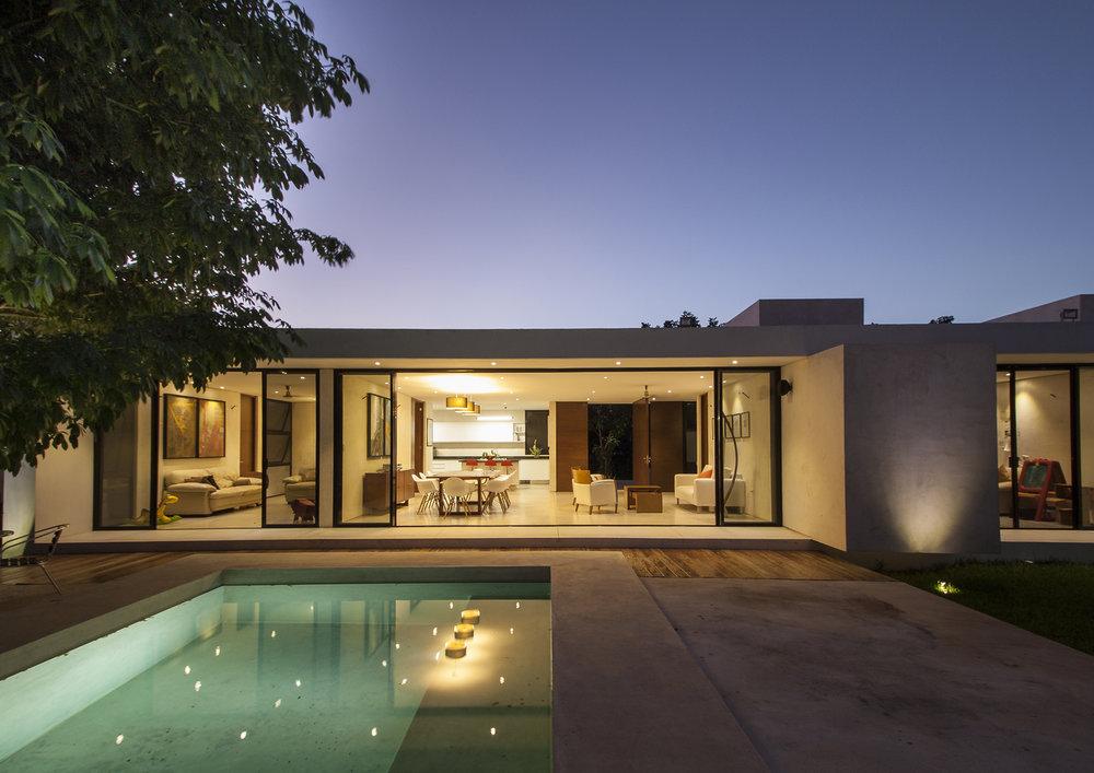 Linda casa projetada pelo escritório Mauricio Gallegos Arquitectos