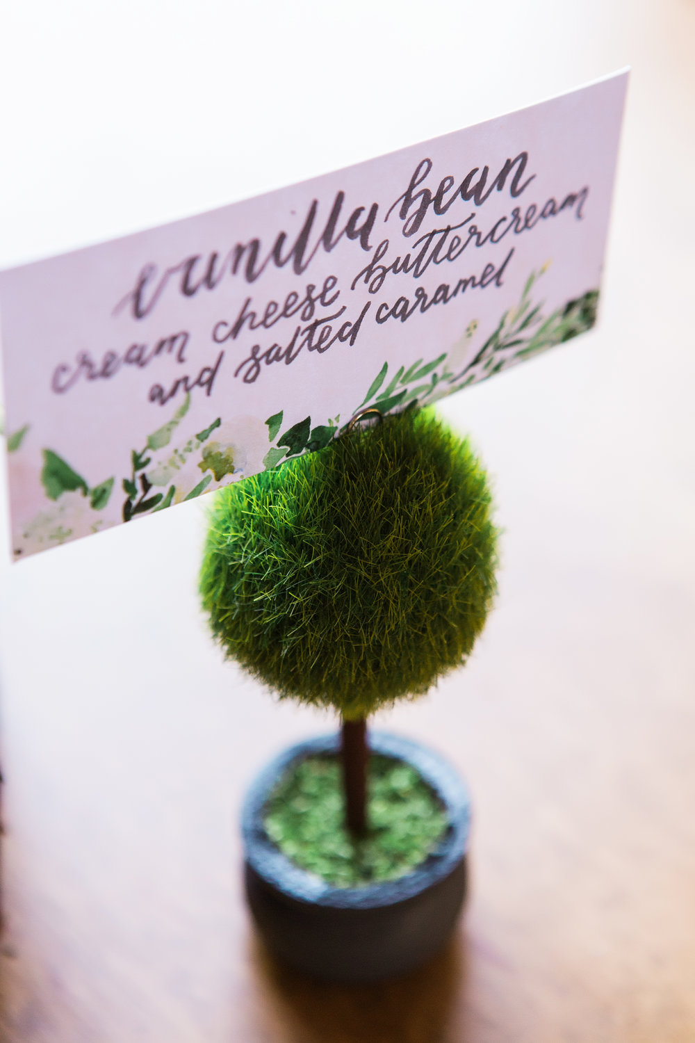 Vue Photography - Sable and Gray Custom Wedding Signage