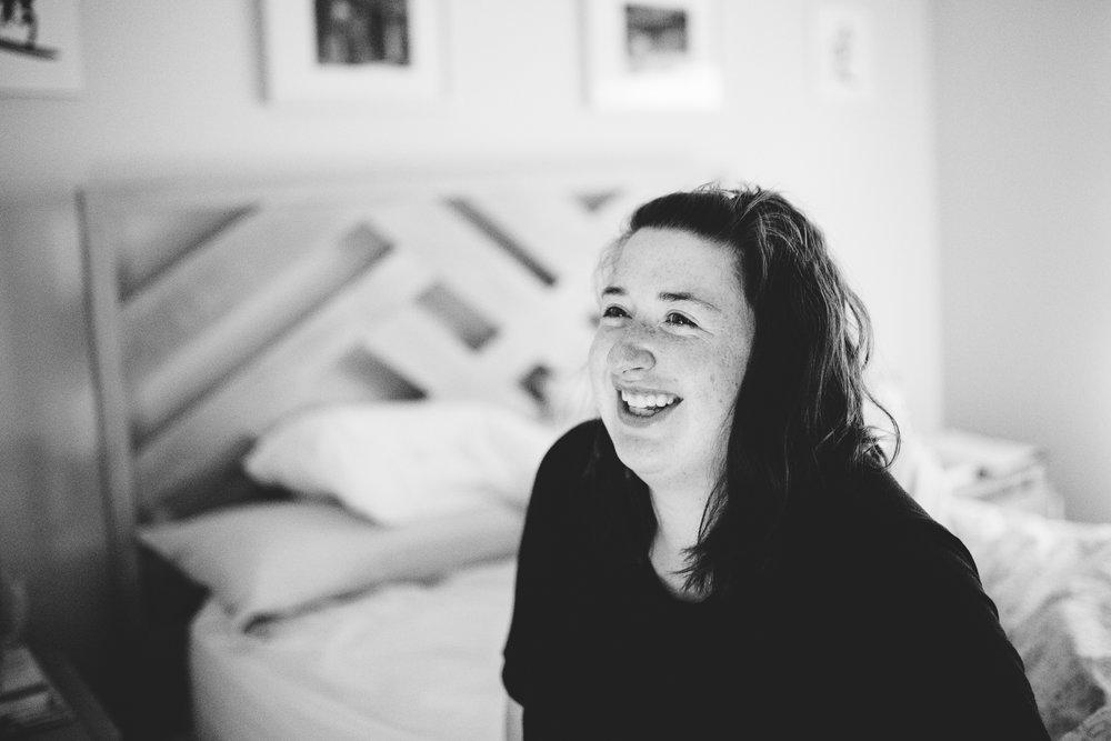 smiling-mom-during-labor-birth-photographer-reno-nv