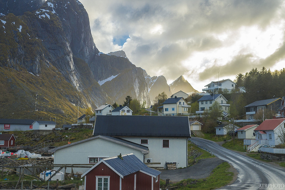 Some great light after a long day in Reine