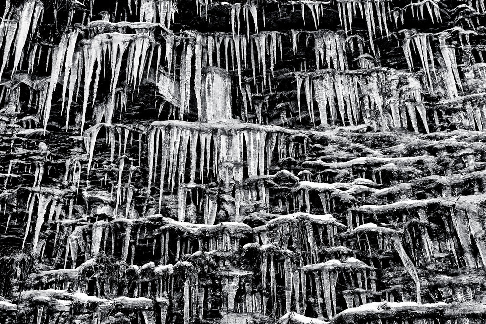 An entire wall of icicles © Paul Nguyen