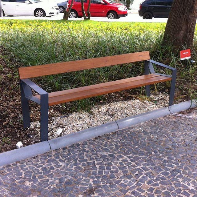 Banco Mince AB em praça de Florianópolis #mobiliariourbano