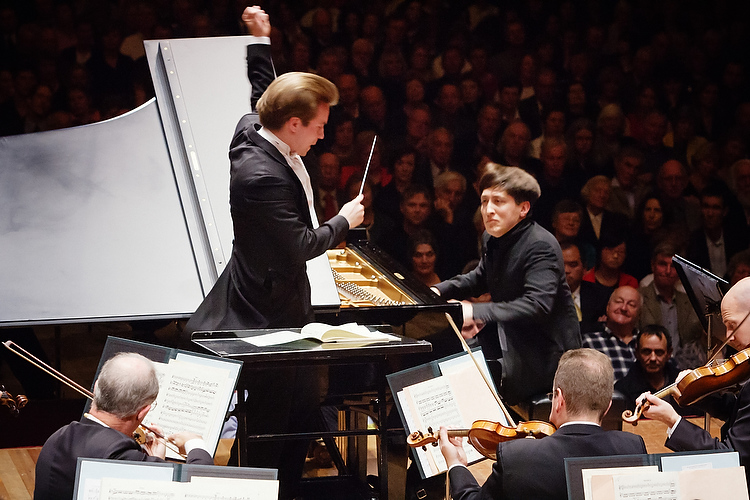 Pietari Inkinen conducts the NZSO, with soloist Freddy Kempf in Auckland