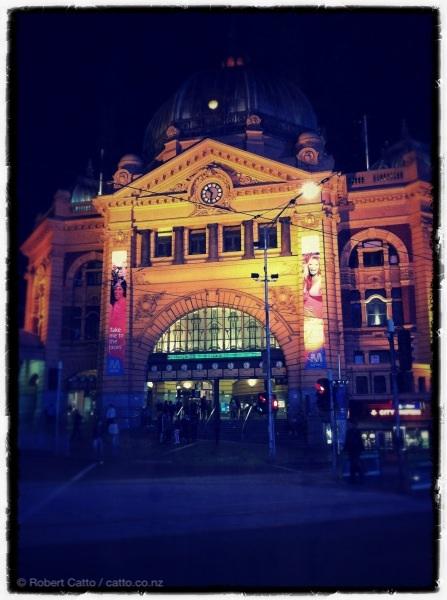 Flinders St, la nuit; Melbourne.