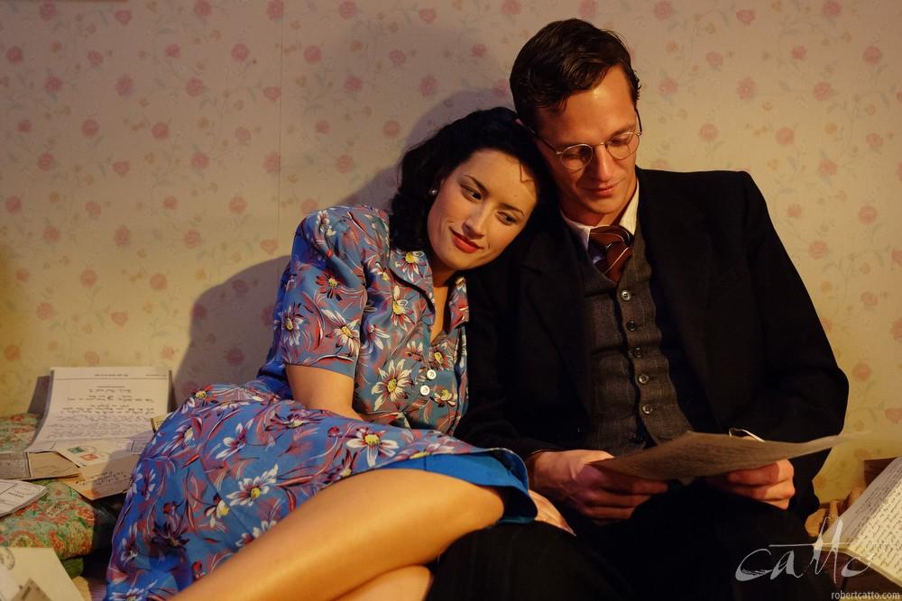 Yvette Reid and Gareth Reeves in Dead Letters, 2005