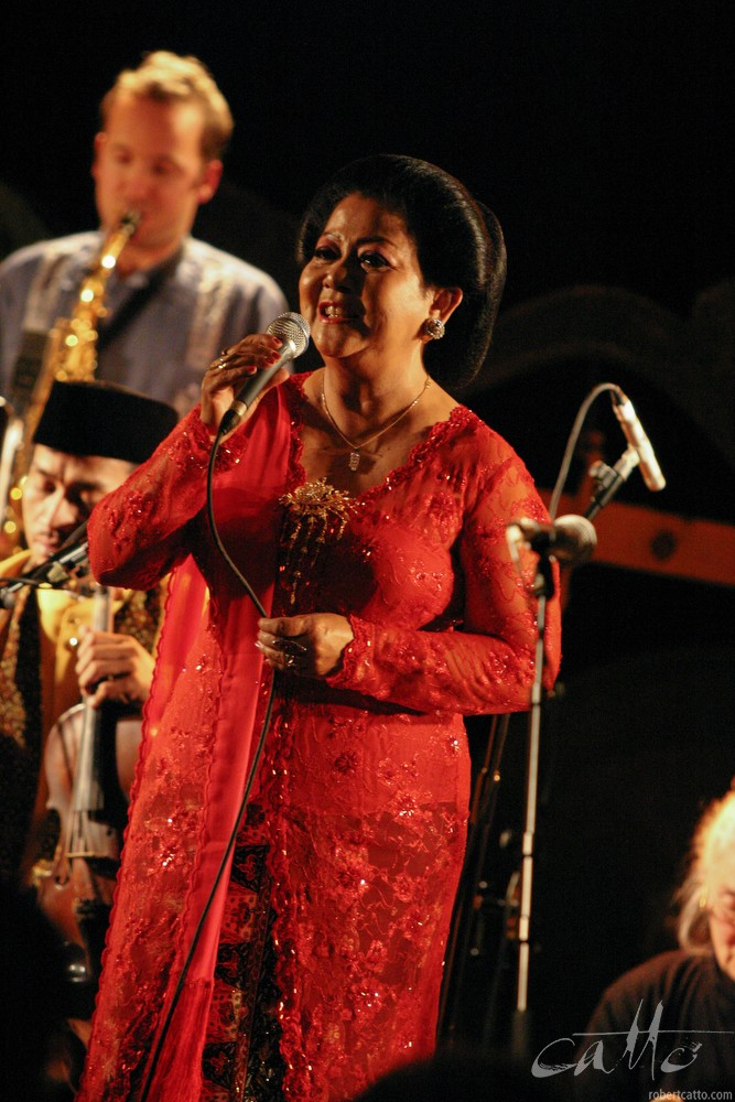Waldjinah at the Wellington International Jazz Festival 2003.
