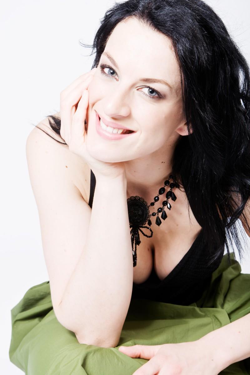 Madeleine Pierard, Soprano