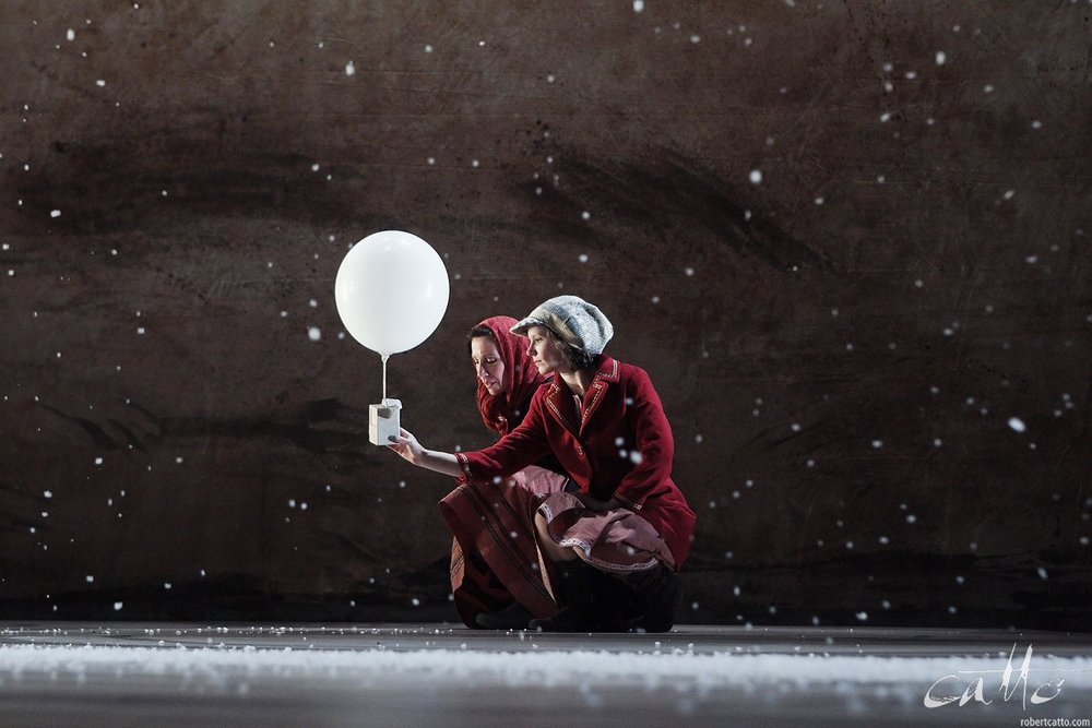 Alison Bruce and Ella Becroft in Red Leap Theatre's production of The Arrival, at New Zealand International Arts Festival, 2010 (click the image to embiggen)