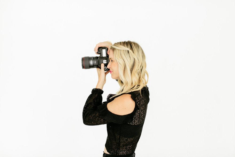 Alexa-Vossler-Photo_Dallas-Headshot-Photographer_Photoshoot-at-the-Lumen-Room-with-Lauren-Stohlman-16.jpg