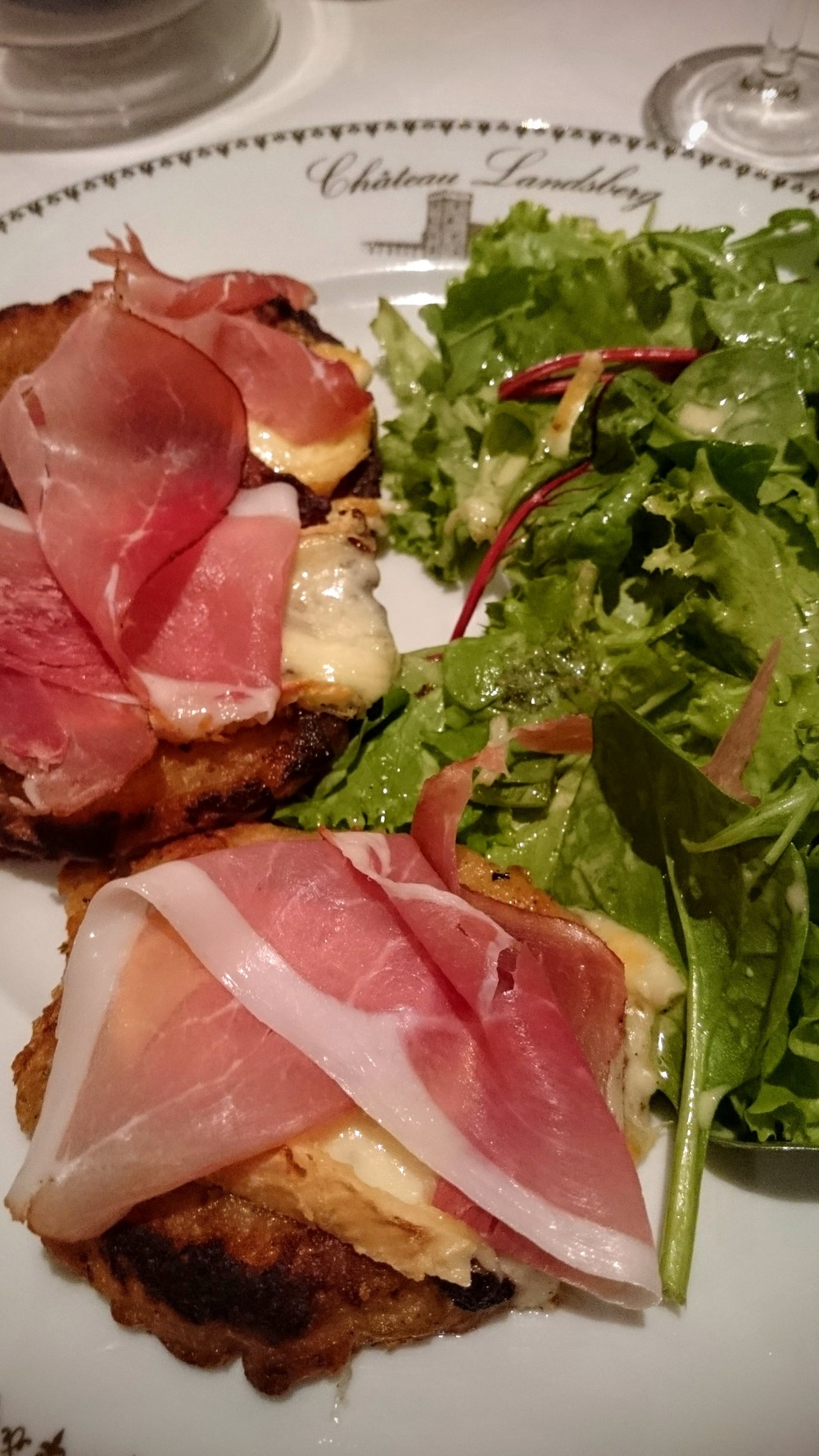 Galettes alsatiennes avec jambon d'Alsace et munster. Extra.