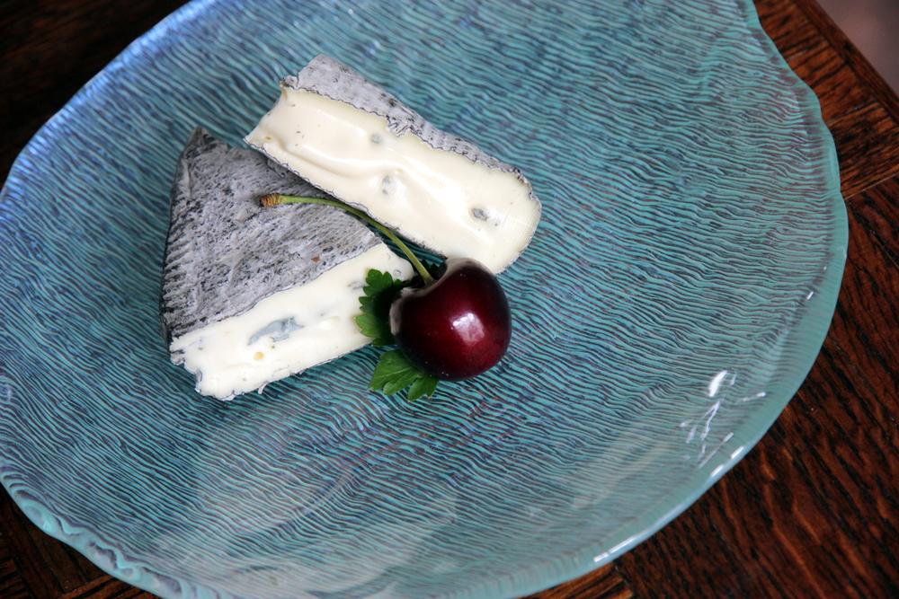 Le Montbriac/Rochebaron. À noter, les veines bleues et la croûte cendrée.