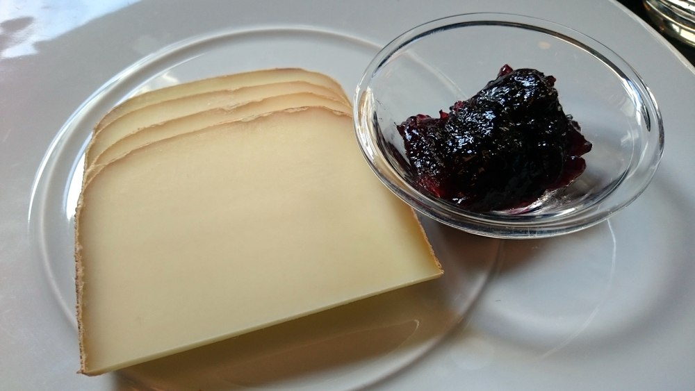 Ossau-Iraty and its typical condiment: black cherry jam.