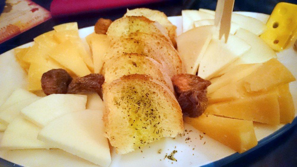 L'assiette de D'Vino, un génial bar àvins dans la vielle ville.
