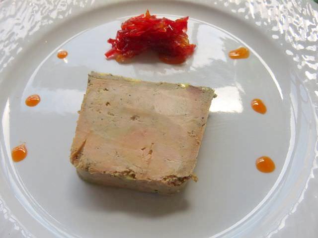 Foie gras maison avec sa confiture du poivron rouge
