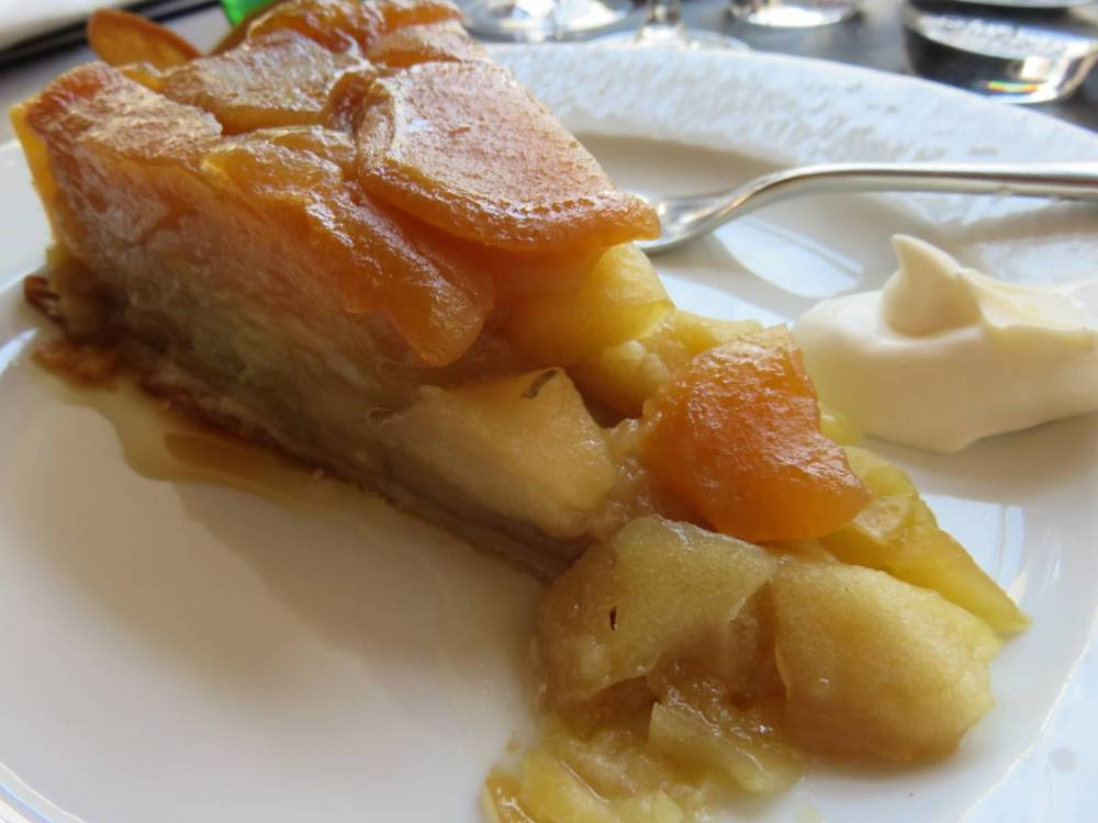 Tarte tatin with creme fraiche (sour cream)