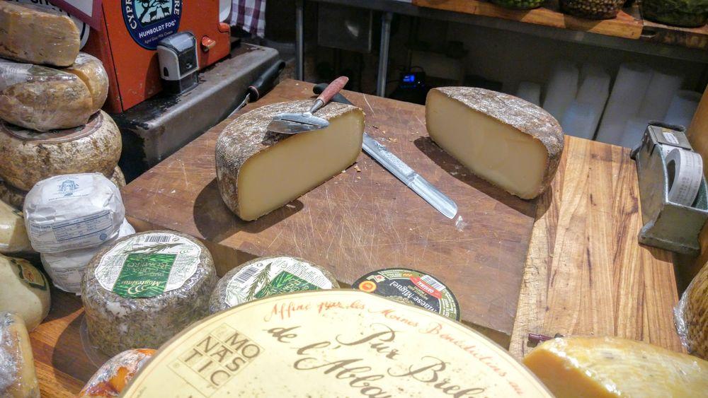 abbaye-de-belloc-cheese-store-beverly-hills.jpg