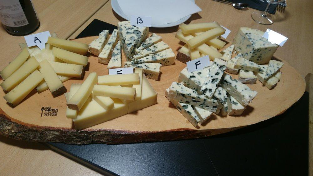 Dégustation du jour : (A) Abondance, (B) Bleu des Causses (C) Comté, (D) Fourme d'Ambre (E) Beaufort, (F) Roquefort