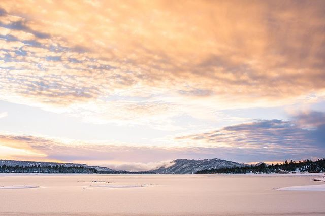 Big Bear Lake 2017 Pretty crazy how it can go from clear sky's and beautiful sunsets to a crazy blizzard and getting snowed in. This place in unpredictable, but that makes the adventure that much better. Let's hope we get out tomorrow! • • • #travel #travelphotography #letsgosomewhere #landscape #sunset #motherearth #nikon #sigmalens #bigbear #bigbearlake