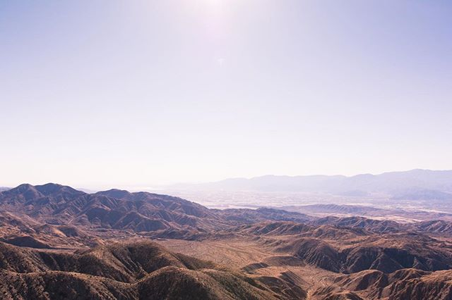 Joshua Tree Vibes I need to get a fix in soon, who wants to go on an adventure? • • • #letsgosomewhere #joshuatreenationalpark #mountains #landscape #mothernature #landscapephotography #photography #nikon #sigma